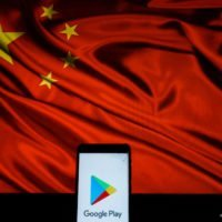 Google Play logo in front of Chinese Communist flag