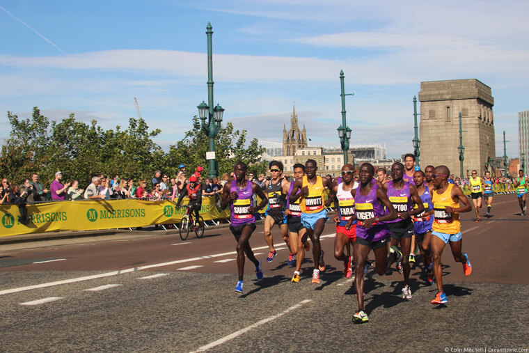 Mo Farah in a group at the Great North Run
